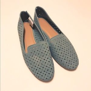 Old Navy size 10 sage perforated flats